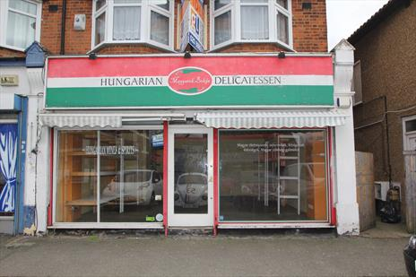 Prominent Lock Up Shop To Let - Chingford E4