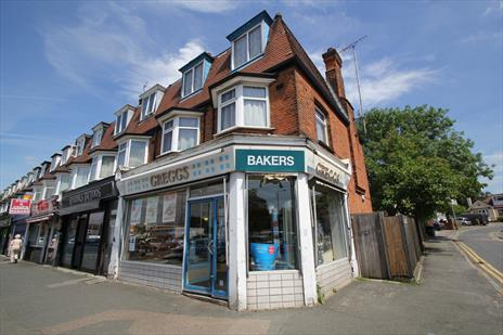 Vacant Shop and Self Contained Two Bedroom Maisonette To Let - Chingford E4