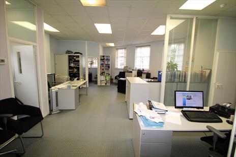 Office Suite To Let - Cockfosters EN4