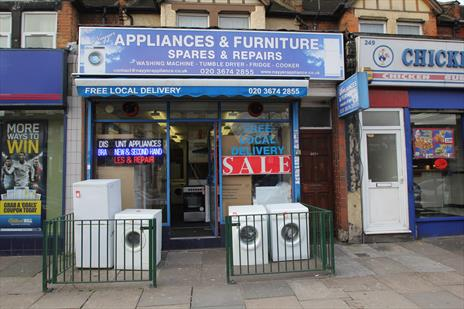 Retail Shop (A1 Use) To Let - Edmonton N18