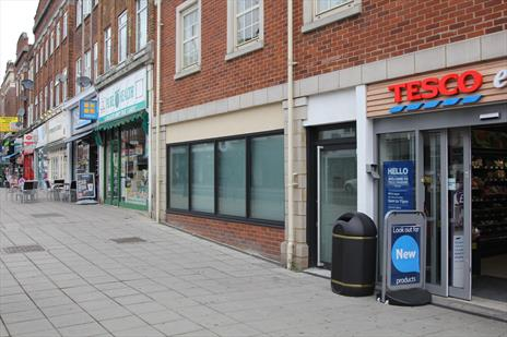 Prominent 'High Street' Shop / Office To Let - Southgate N14