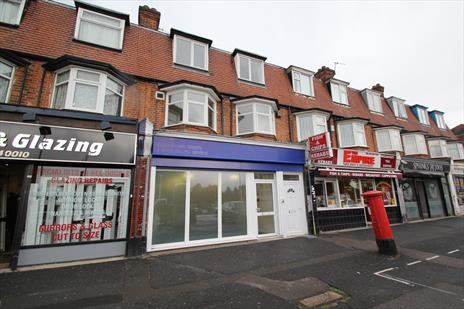 Vacant Shop and Self Contained Three Bedroom Maisonette To Let - Chingford E4