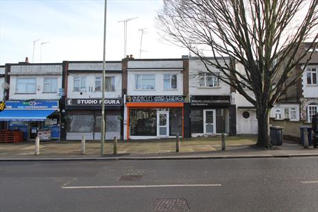 A1 Shop To Let - New Southgate N11