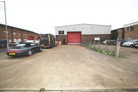 Excellent Warehouse Unit To Let - Waltham Abbey EN9