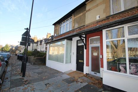 Self Contained Office Building To Let in Enfield - EN2