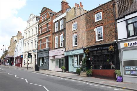Shop To Let in Highgate Village - London N6