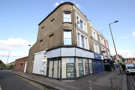 Shop with Generous Storage To Let - London N11
