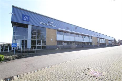 39,000 sq ft warehouse in Borehamwood acquired for corporate client